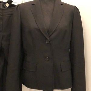 Nine West Black Pant Suit fully lined.